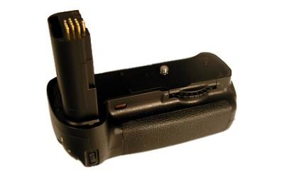 Vertical Battery Grip for Nikon D200 (Replaces MB-D200)